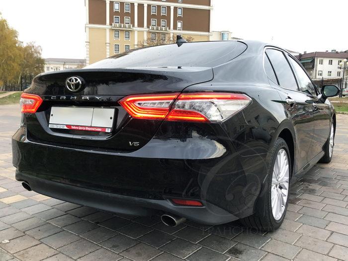 Toyota Camry (черный)