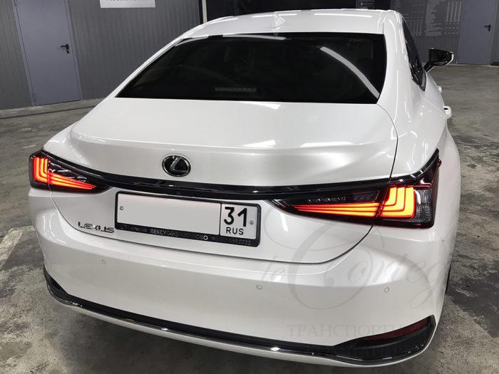 Lexus LS (белый)