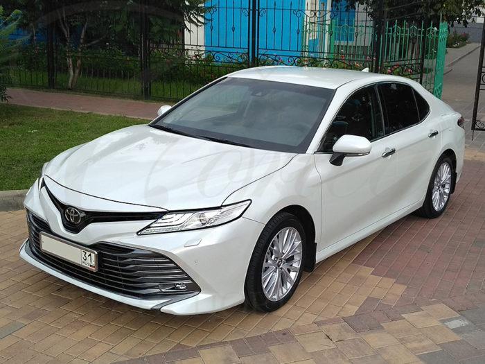 Toyota Camry (белый)