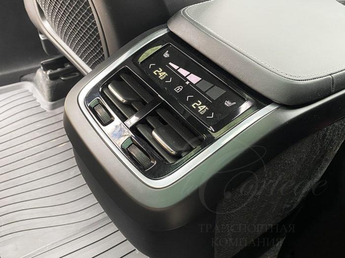 Volvo XC90 (черный)