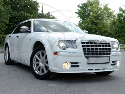 Chrysler 300C (белый)