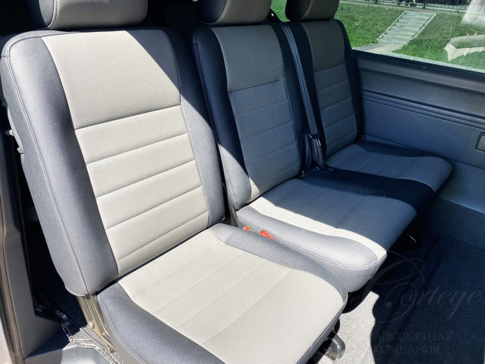 Volkswagen Caravelle (белый, 9 мест)